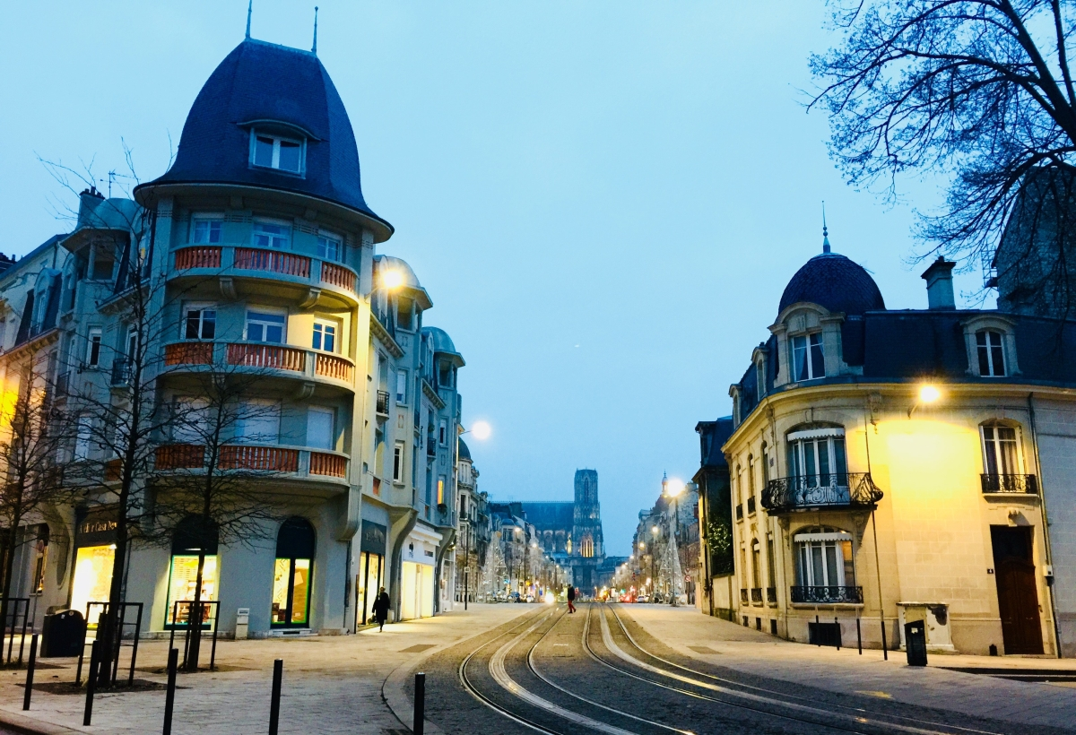 Reims_Street_twilight