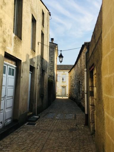 Ste_Foy_La_Grande_stone_alley
